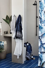Printed shower curtain - White/Palm leaf - Home All | H&M CN 1
