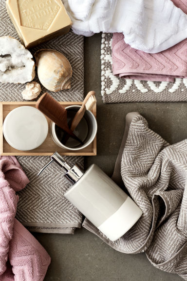 Serviette à motif chevron - Taupe - Home All | H&M FR 1