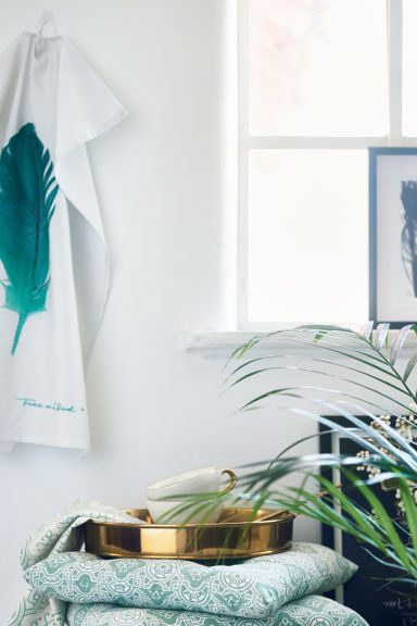 Tea towel with feather motif - White - Home All | H&M CN 1