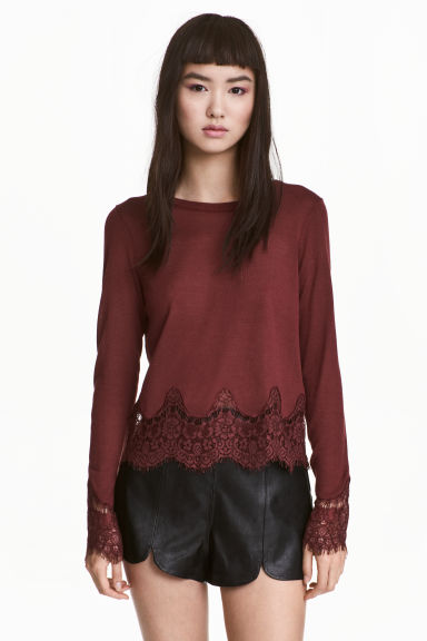 Jumper with lace details Model