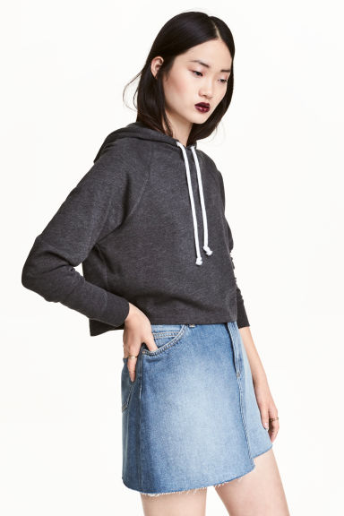 Cropped hooded top Model
