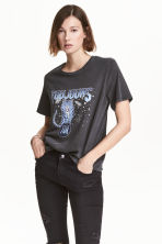 T-shirt with a motif - Washed out black/Tiger - Ladies | H&M 1
