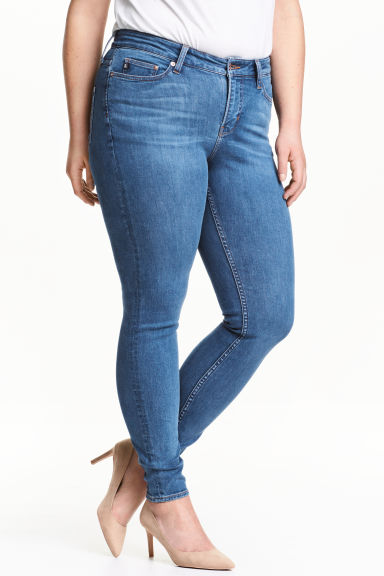 H&M+ Shaping Skinny Jeans Model