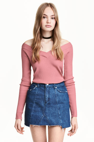 Short denim skirt Model