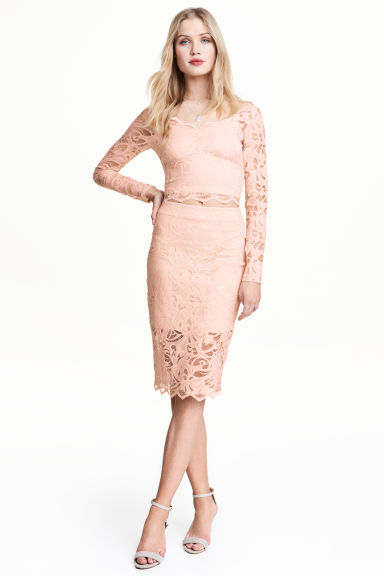 Lace pencil skirt Model