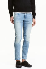Tech Stretch Slim Low Jeans - Light denim blue - Men | H&M 1
