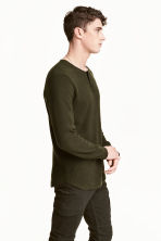 Waffled Henley shirt - Dark khaki green - Men | H&M 1
