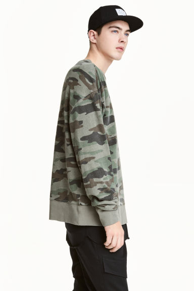 Sweatshirt - Khaki green/Patterned - Men | H&M 1