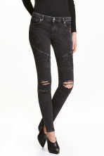 Biker jeans Skinny fit - Black washed out - Ladies | H&M 1