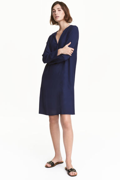 Crêpe dress - Dark blue - Ladies | H&M 1