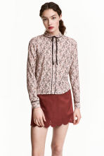 Blouse with a tie - Powder pink/Pattern - Ladies | H&M 1
