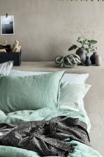 Washed linen pillowcase - Dusky green - Home All | H&M CN 1