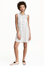 Sleeveless shirt dress - Natural white/Checke - Ladies | H&M CN 1