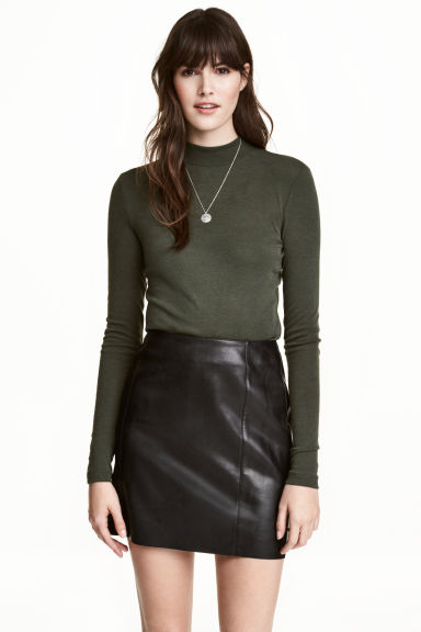 Fine-knit turtleneck top - Dark khaki green - Ladies | H&M CN