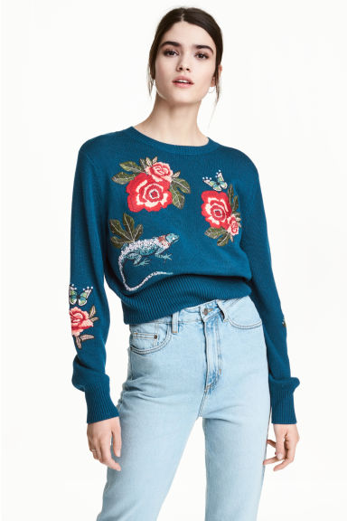 Knitted jumper with embroidery Model