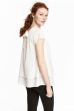 MAMA Crêpe blouse - Natural white - Ladies | H&M CN 1
