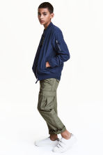 Cargo trousers - Khaki green - Kids | H&M CN 1