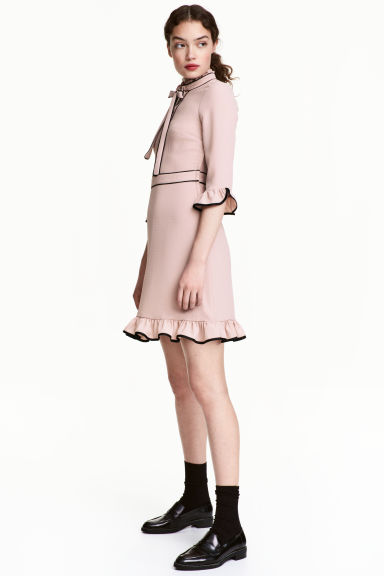 Crêpe flounced dress - Powder pink - Ladies | H&M
