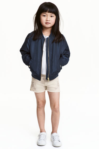 Embroidered twill shorts - Light beige - Kids | H&M