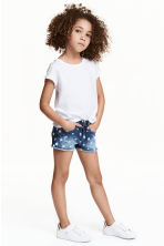 Patterned denim shorts - Denim blue/Star - Kids | H&M 1