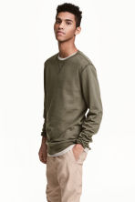 Sweatshirt - Khaki green - Men | H&M 1