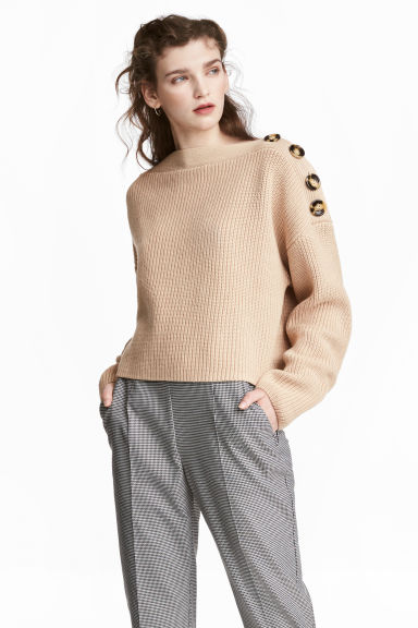 Boatneck jumper Model
