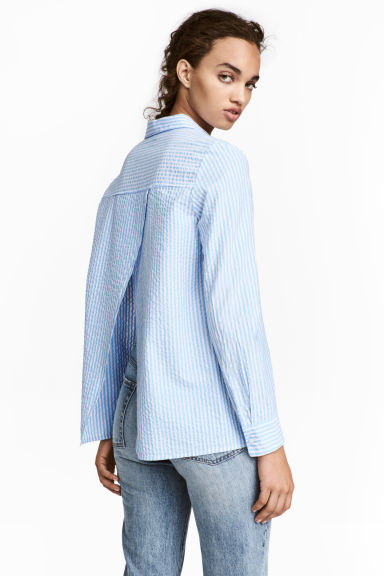 Blouse with a wrapover back - Blue/Striped - Ladies | H&M CN 1