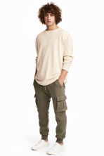 Cargo joggers - Khaki green - Men | H&M 1
