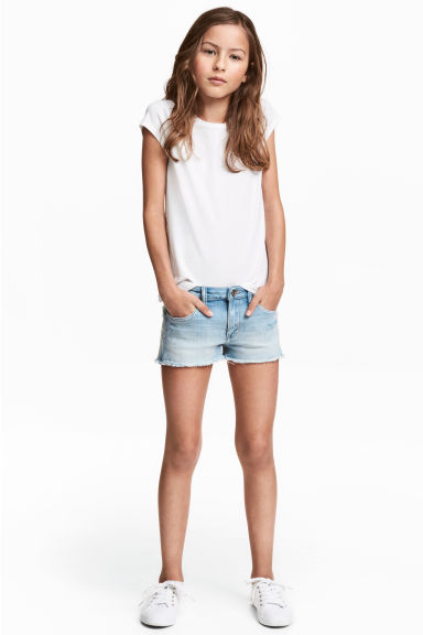 Denim shorts Model