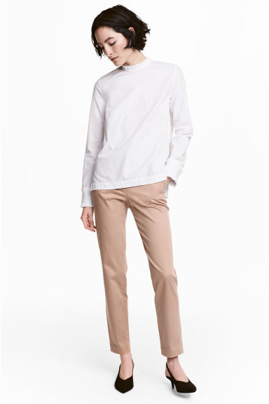 Lyocell blend chinos Model