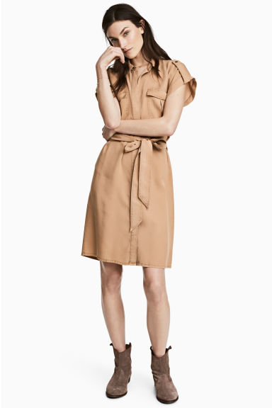 Lyocell shirt dress Model