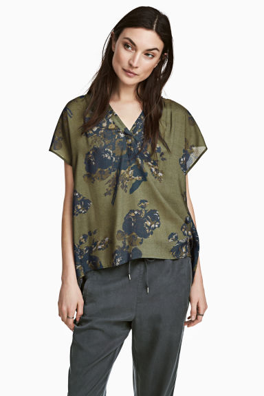 V-neck blouse - Khaki green /Floral - Ladies | H&M CN 1