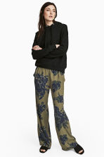 Wide trousers - Khaki green /Floral - Ladies | H&M CN 1