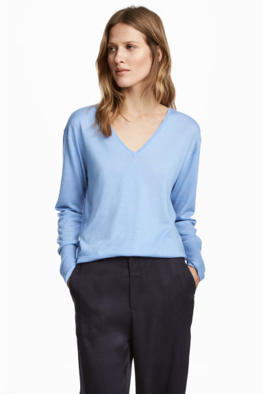 Cashmere-blend V-neck jumper Model