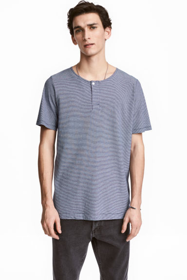 T-shirt with buttons - Dark blue/Narrow striped - Men | H&M CN 1