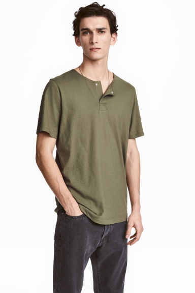 T-shirt with buttons - Khaki green - Men | H&M