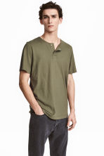 T-shirt with buttons - Khaki green - Men | H&M CA 1