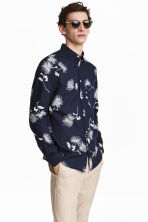 Cotton shirt Regular fit - Dark blue/Floral - Men | H&M 1