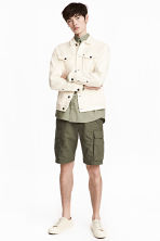 Cargo shorts - Khaki green - Men | H&M 1