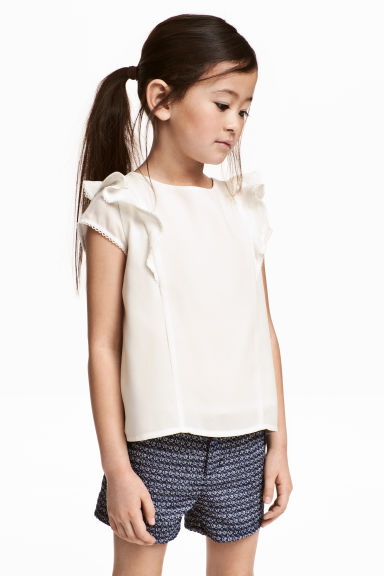 Frilled blouse Model