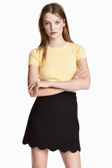 Skirt with a scalloped hem - Black - Ladies | H&M GB 1