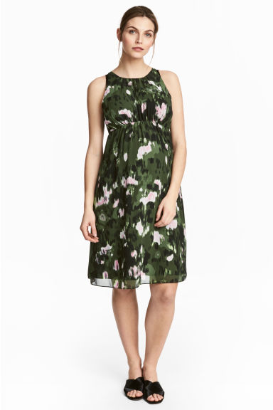 MAMA Sleeveless dress - Khaki green/Patterned - Ladies | H&M CN 1