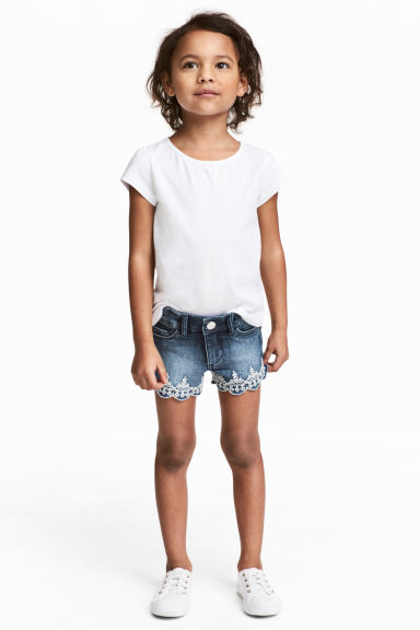 Embroidered denim shorts - Denim blue - Kids | H&M CN 1