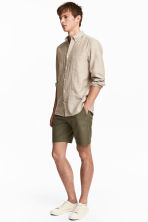 Chino shorts - Khaki green - Men | H&M 1