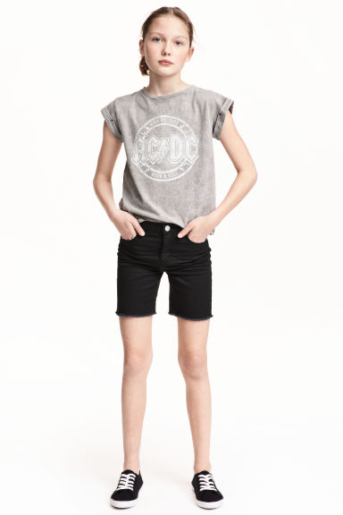Long twill shorts Model