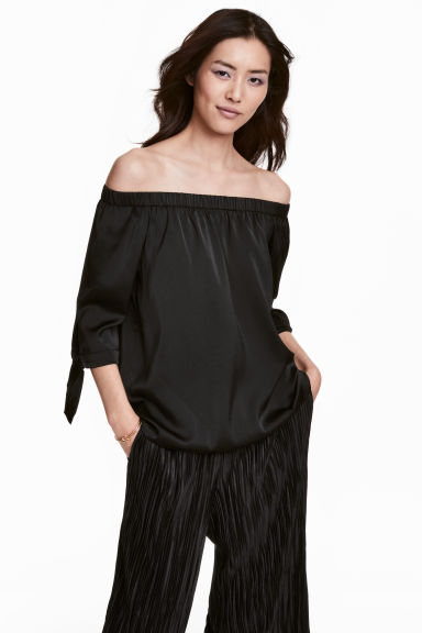 Off-the-shoulder satin blouse - Black - Ladies | H&M 1