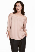 Off-the-shoulder satin blouse - Powder pink - Ladies | H&M CN 1