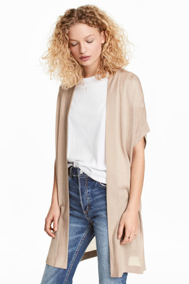 Short-sleeved cardigan Model