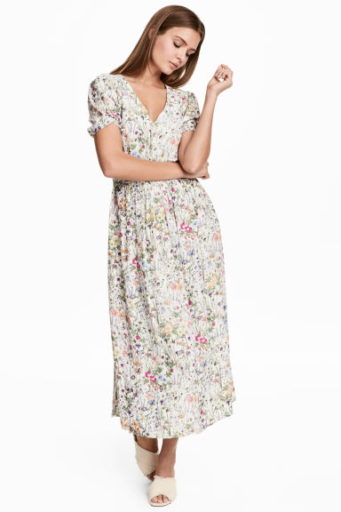 V-neck dress - Natural white/Floral - Ladies | H&M 1