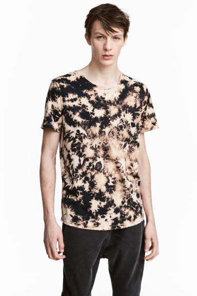 T-shirt with a worn look - Light beige/Pattern - Men | H&M 1